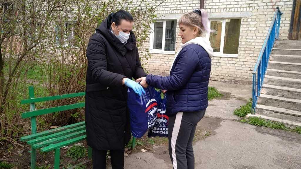 Депутат Госдумы Валентина Миронова передала адресную помощь жителям Брянского района, оказавшимся в непростой ситуации