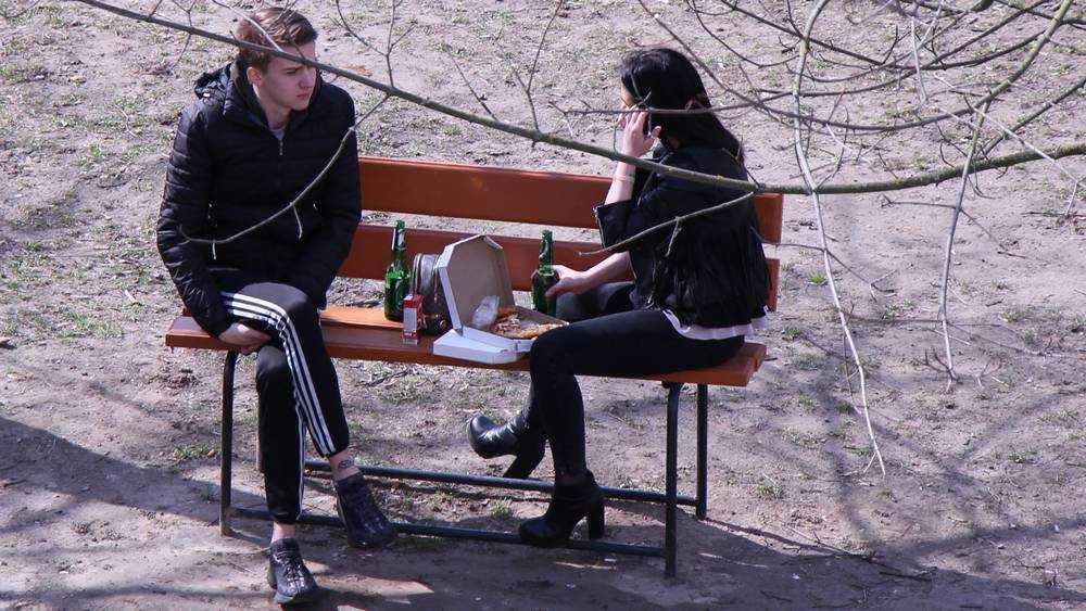 В Брянске смелая пара с пивом и пиццей поднялась на борьбу с режимом