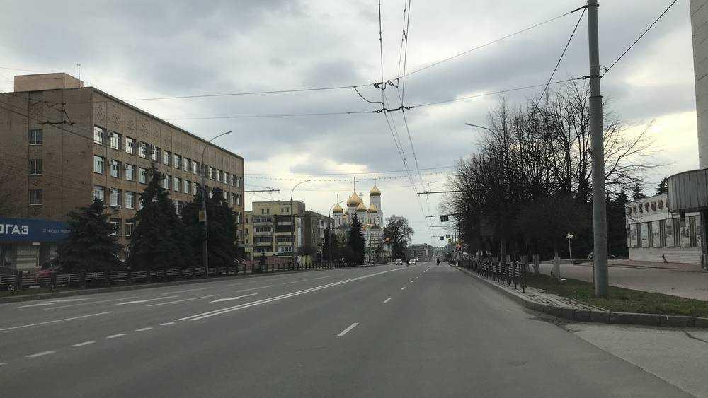 Брянск начал неделю самоизоляции с пустынных улиц