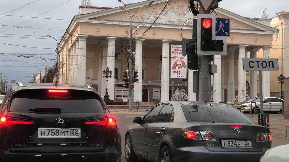 На дорогах Брянска стало втрое меньше автомобилей