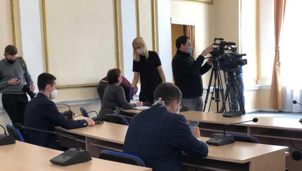 На встречу с брянским губернатором журналисты пришли в защитных масках