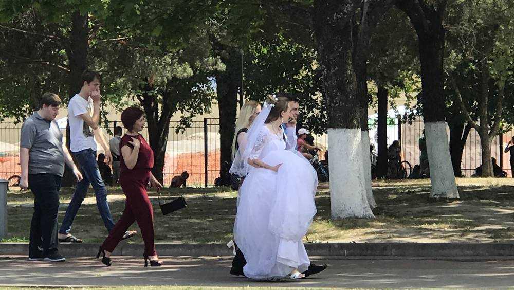До 1 июня брянские пары не смогут пожениться и развестись