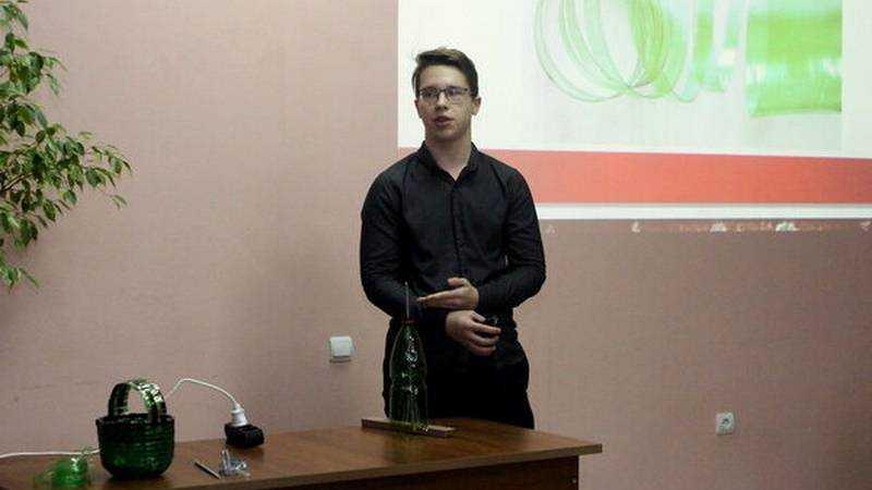 Школьник из Жуковки создал уникальный бутылкорез