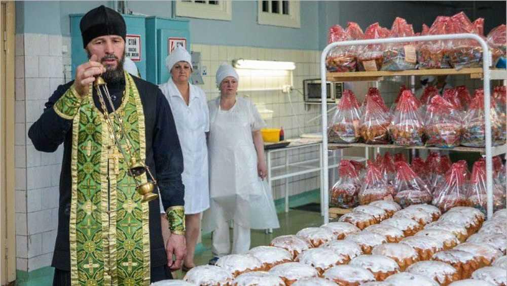 Брянцы смогут купить освящённые пасхальные куличи с 16 апреля