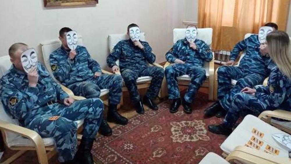 Брянские сотрудники УФСИН полюбили маскотерапию