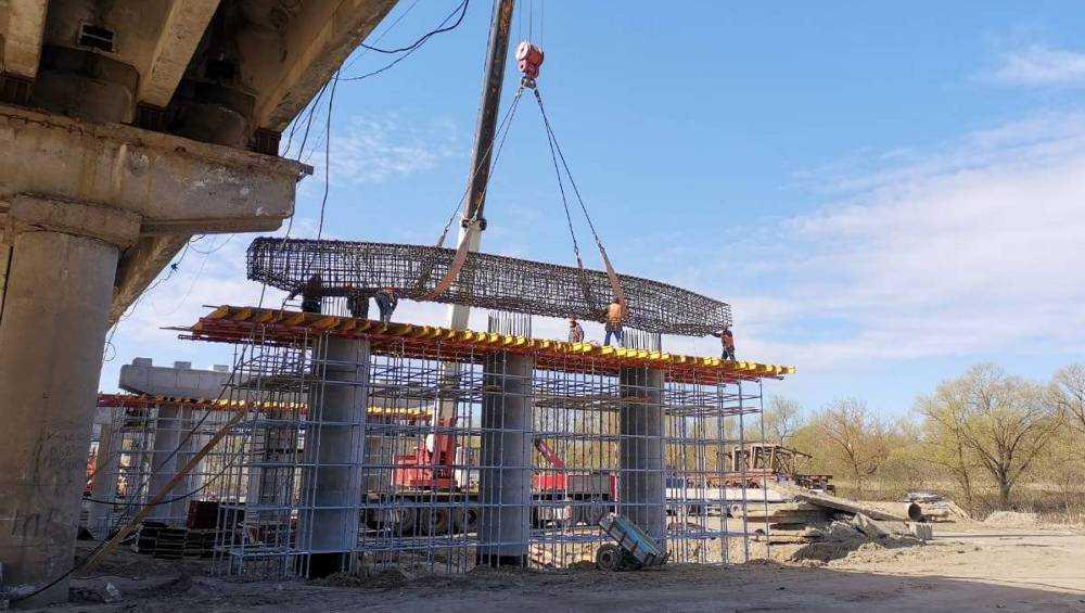 В Брянске строители Литейного моста все силы бросили на сооружение опор