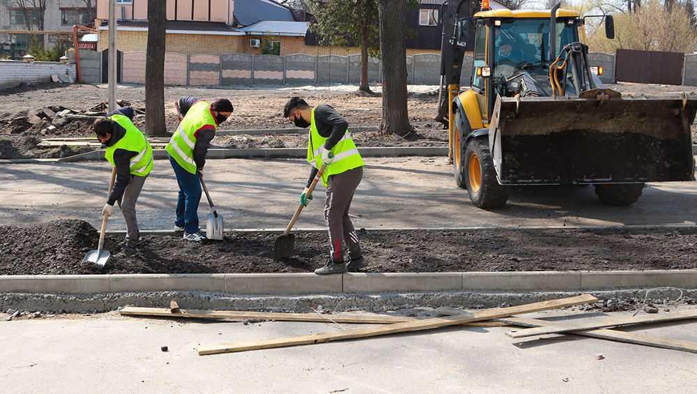 В Брянске на Пионерской улице начали ремонтировать тротуары