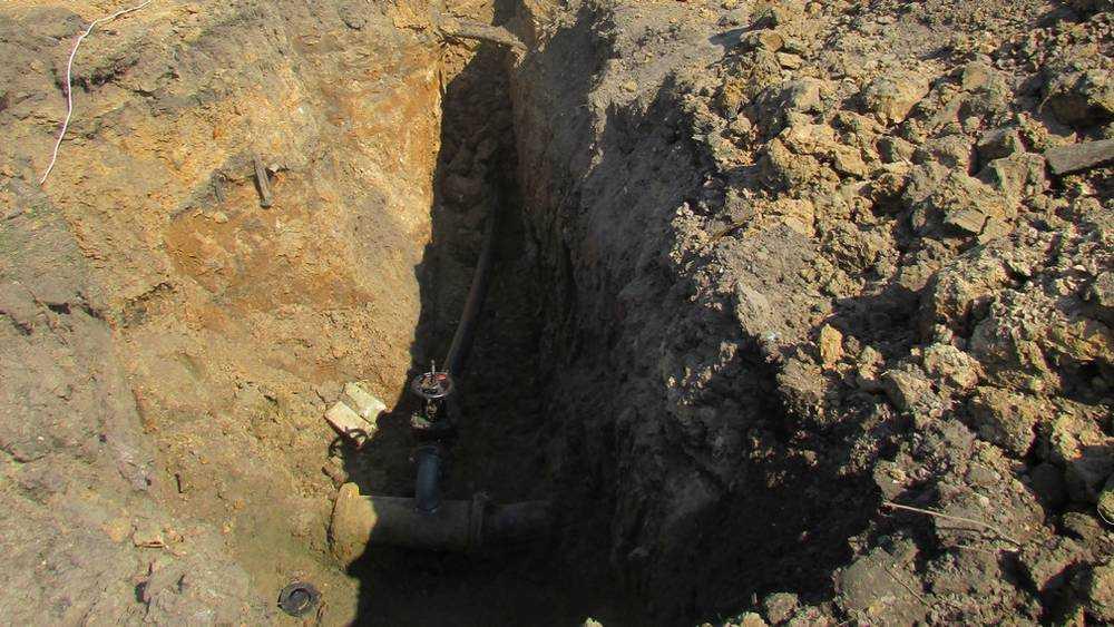 В Локте пришлось срочно ремонтировать лопнувший водопровод