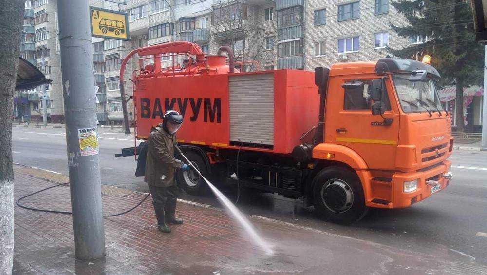 В Брянске начали мыть шампунем дороги и 587 остановок