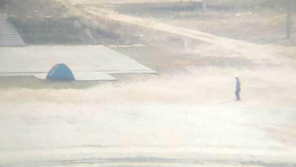 Пенсионер самоизолировался в палатке на пляже Брянска