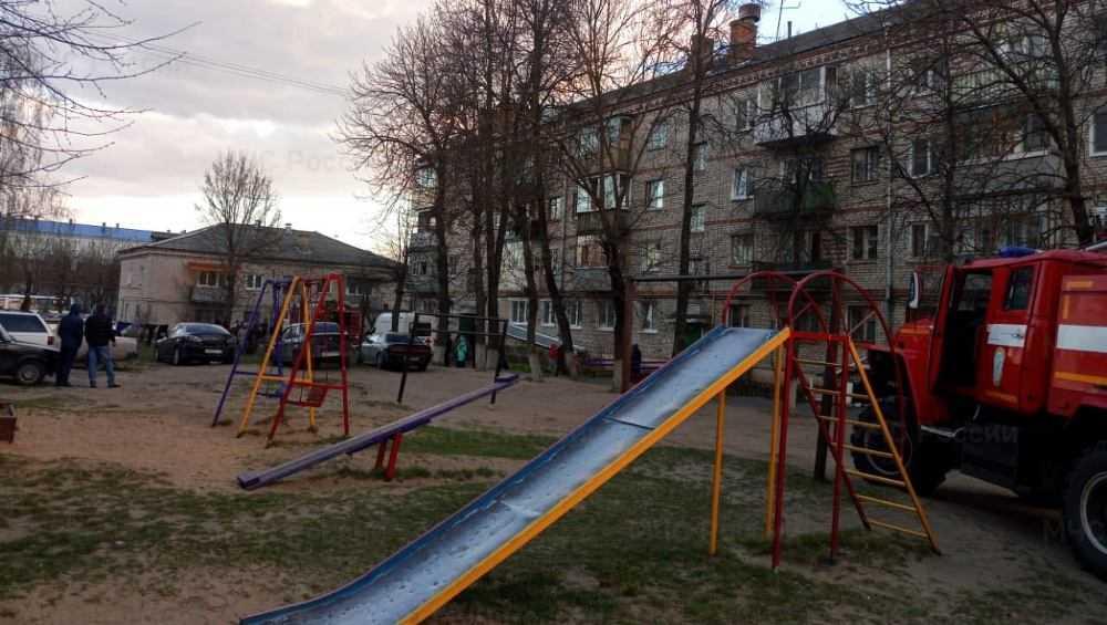 В Клинцах из дома с горевшей квартирой эвакуировали 10 жильцов