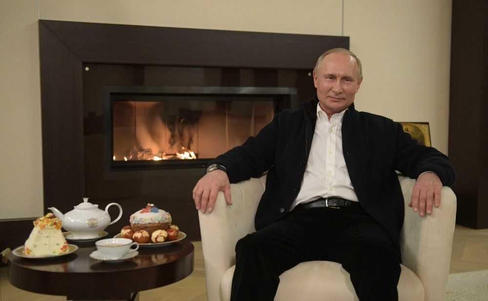 «Всё будет хорошо с Божьей помощью»: Путин поздравил россиян с Пасхой