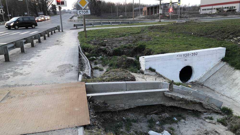 В Брянске снова размыло дамбу на улице Романа Брянского