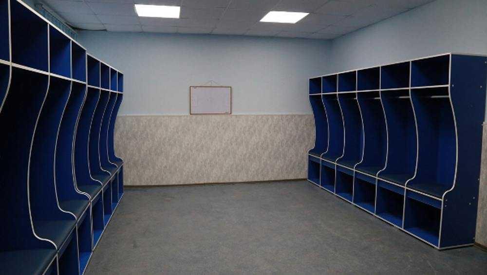 Осужденные сделали новые шкафы для раздевалок брянского «Динамо»