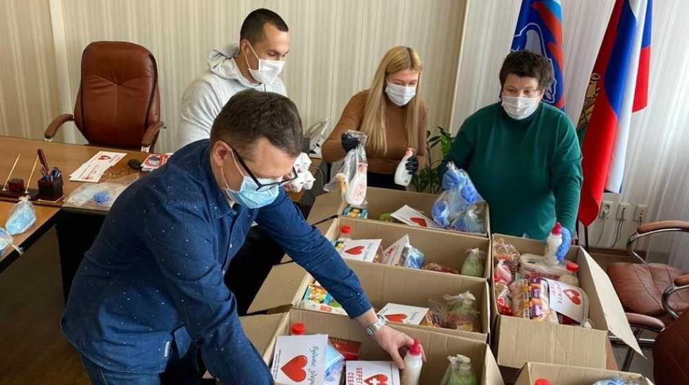 В Брянске волонтёры приняли 586 заявок от пенсионеров в самоизоляции