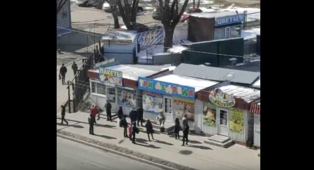 Раскрыта тайна сбора странной группы граждан возле рынка в Брянске