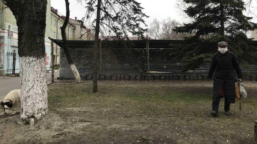 В Брянске владельцы собак нацепили «намордники» на себя