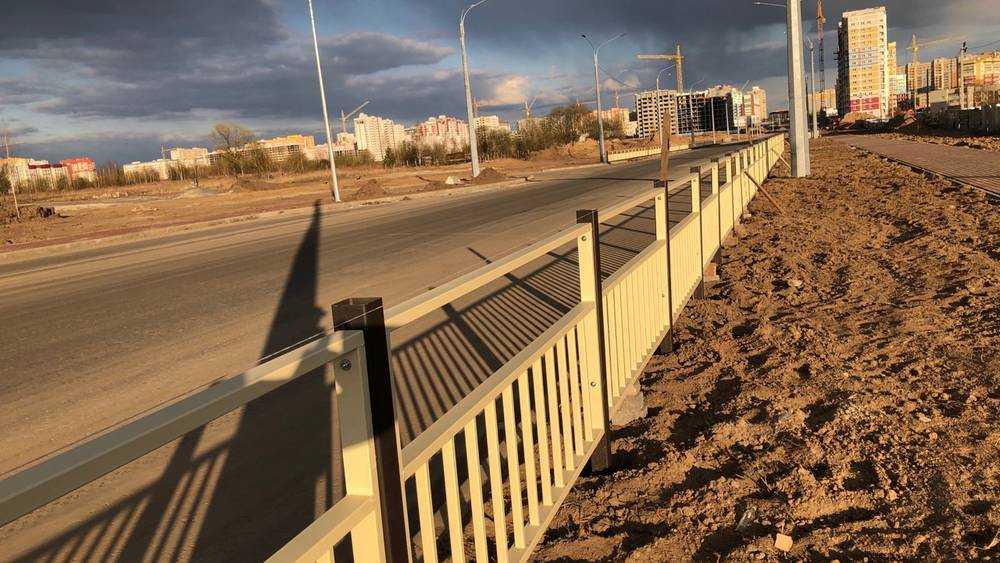 На Советской улице Брянска начали устанавливать необычный забор