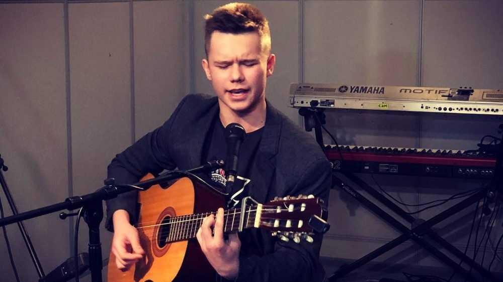 Брянский студент посвятил песню герою России Олегу Ермакову