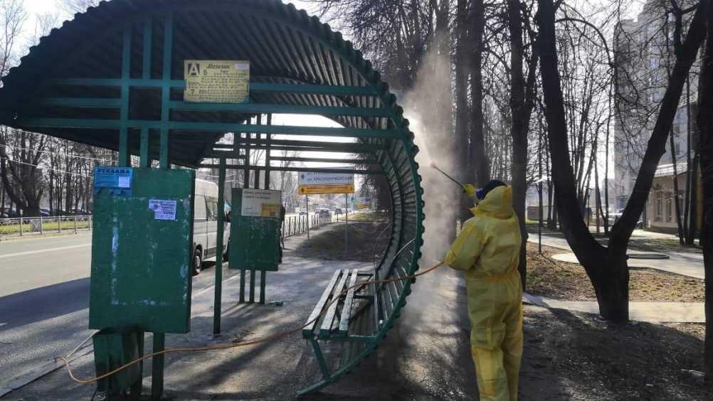 В Брянске провели дезинфекцию 134 из 587 остановок