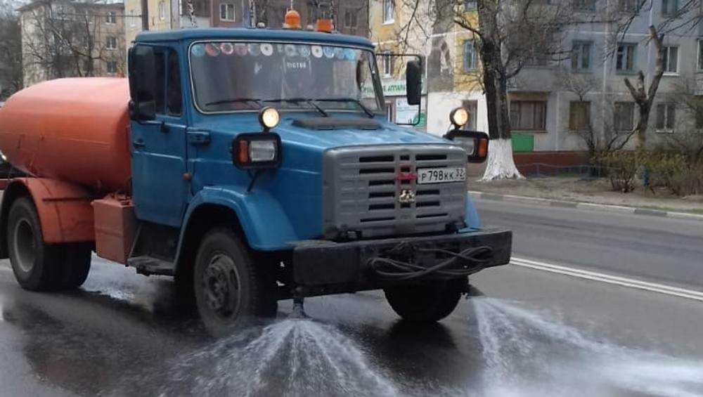 В Брянске по второму разу продезинфицировали все остановки