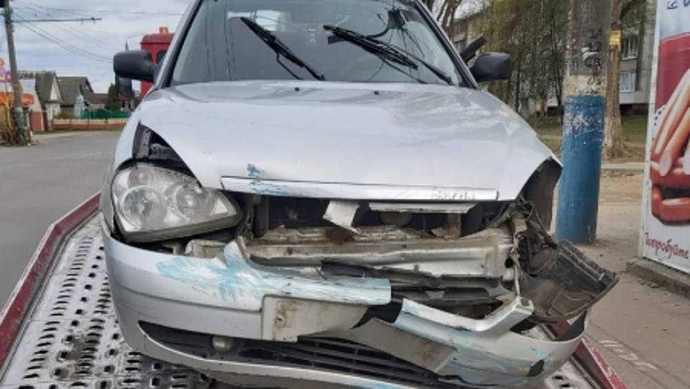 Врезавшемуся в остановку водителю в Брянске грозит уголовное дело