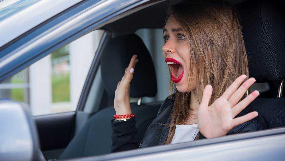 Под Брянском женщина на автомобиле Daewoo врезалась в автобус