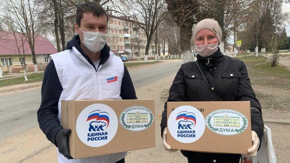 Сергей Перепелов передал продуктовые наборы семьям Дятьковского района