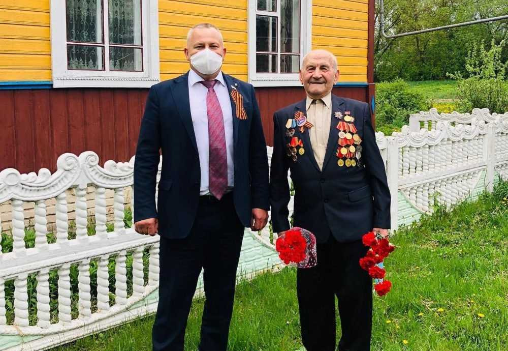 В Погарском районе Валентин Суббот поздравил ветеранов с Днём Победы