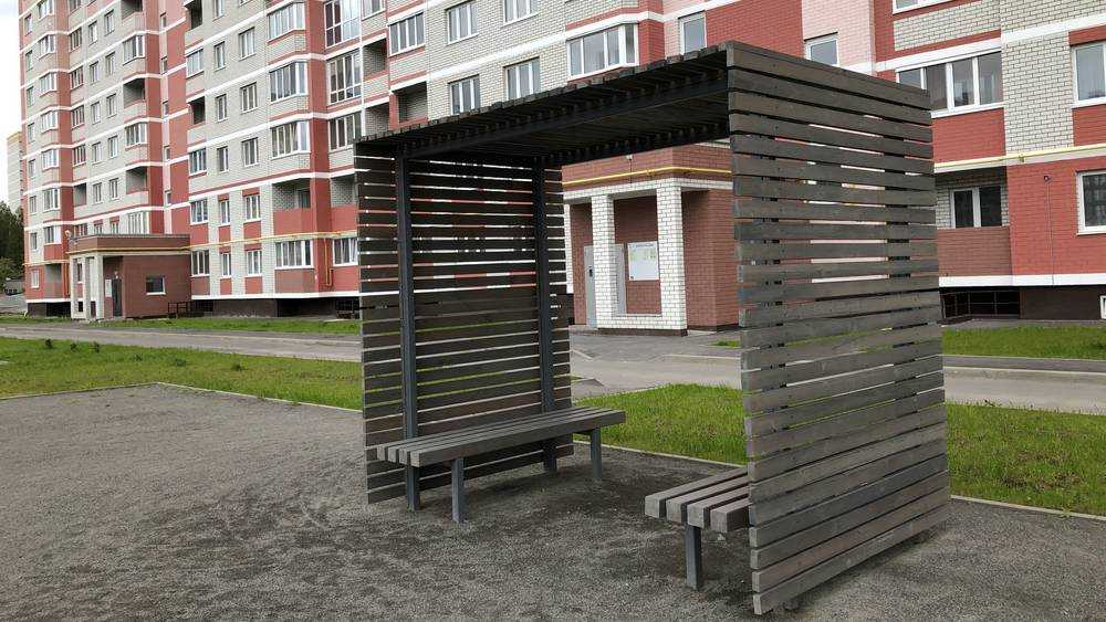 Простейшие деревянные беседки стали украшением дворов Брянска