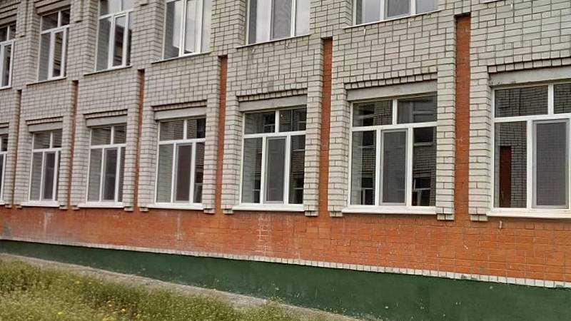 В брянских школах заменили старые окна