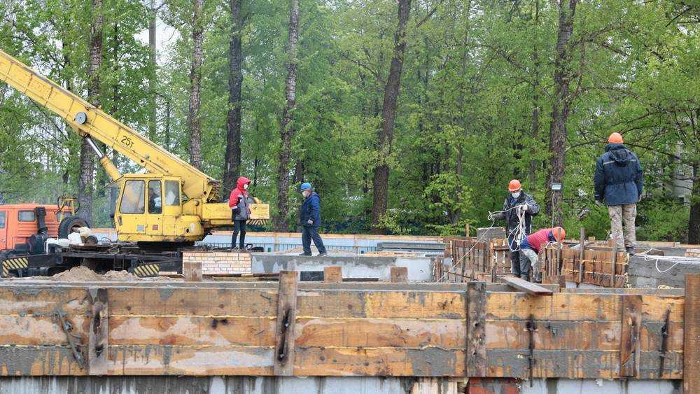 Спорткомплекс с бассейном строят в Бежицком районе Брянска