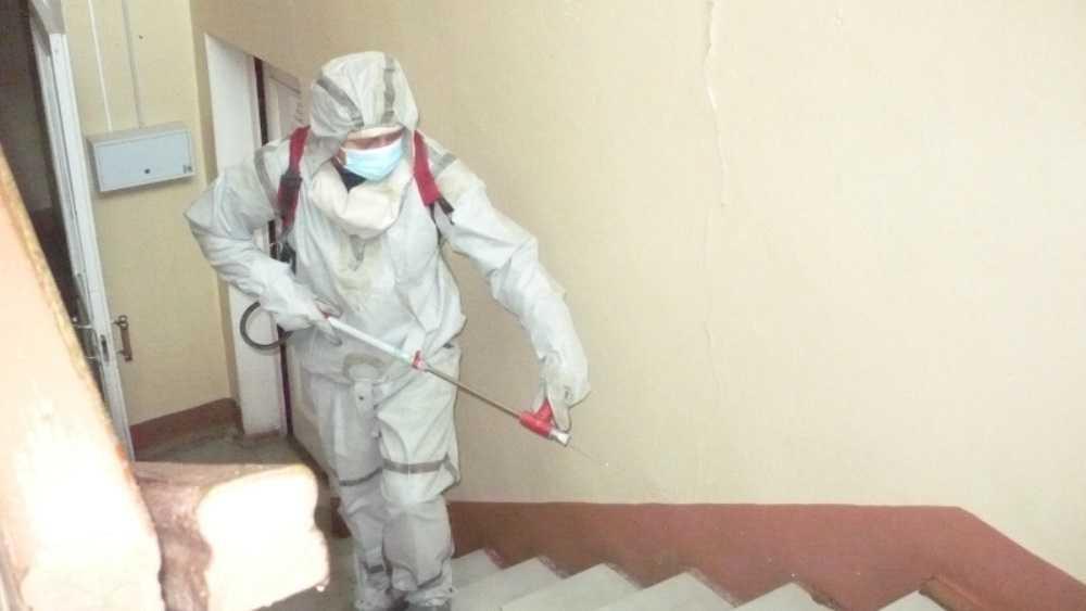 Брянские спасатели провели дезинфекцию центра занятости и отдела соцзащиты