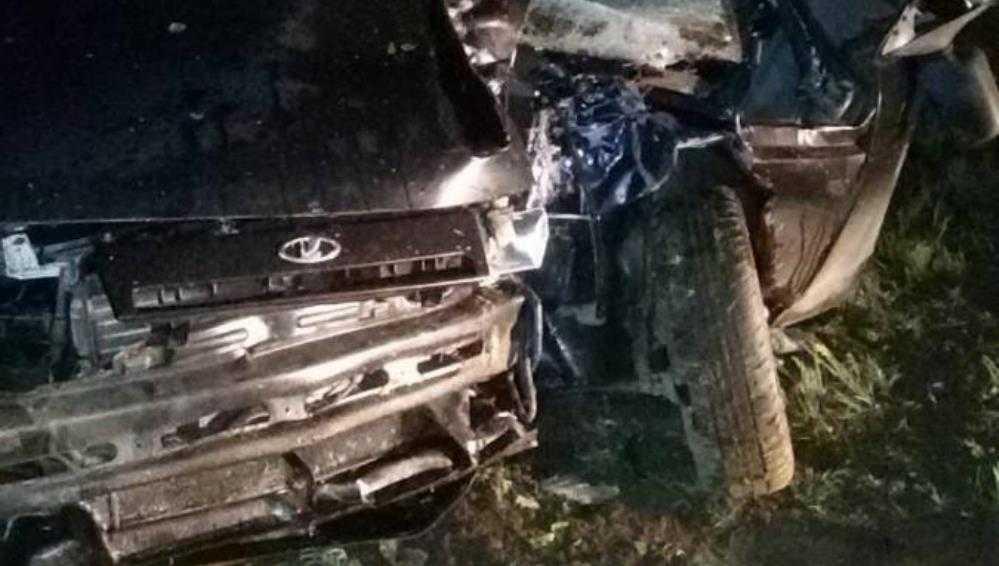 В Климове пьяный водитель ВАЗ врезался в дерево – пострадали двое