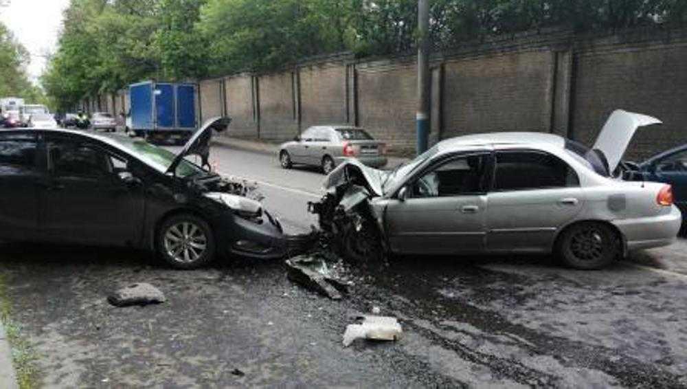 В Брянске два человека ранены в серьёзном ДТП на улице Калинина