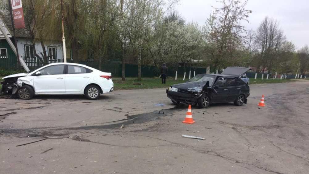 В Локте водитель Hyundai врезался в ВАЗ и сломал ногу мужчине