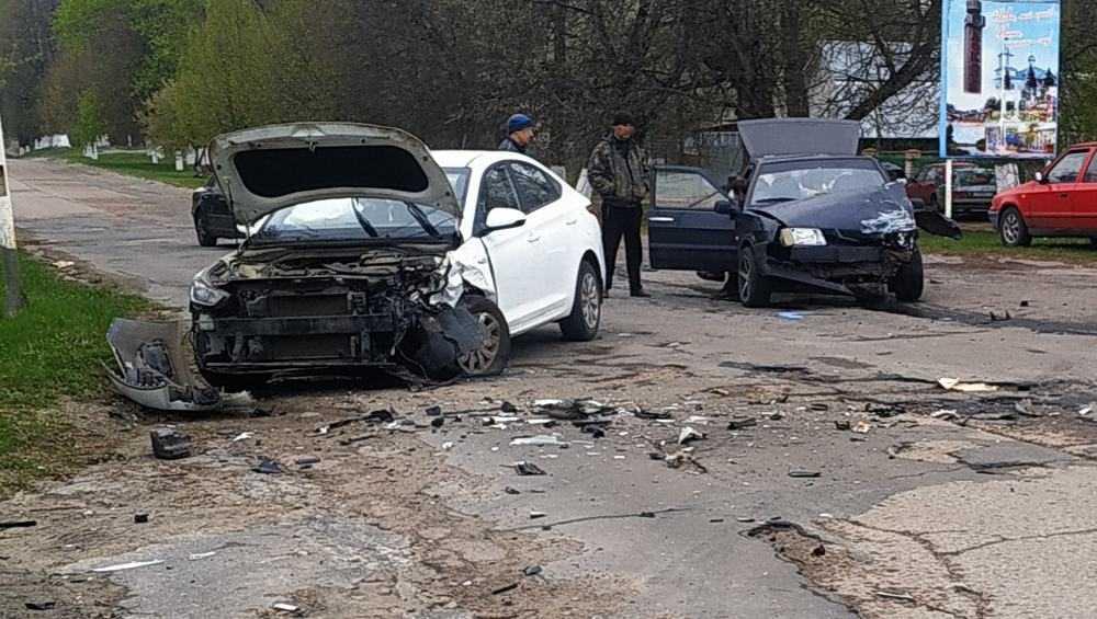 В Локте произошло серьезное ДТП с двумя легковыми автомобилями