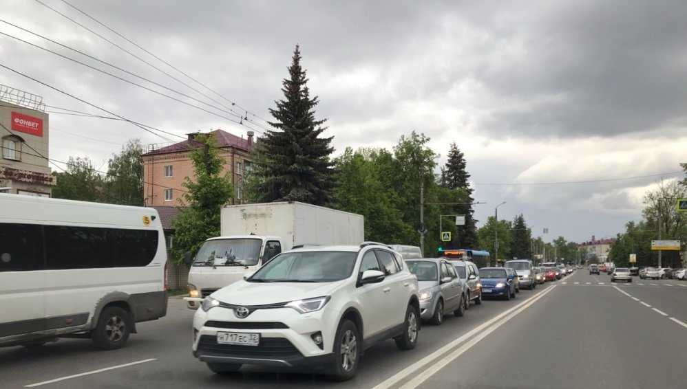 В Брянске из-за ДТП у Самолёта образовалась огромная пробка