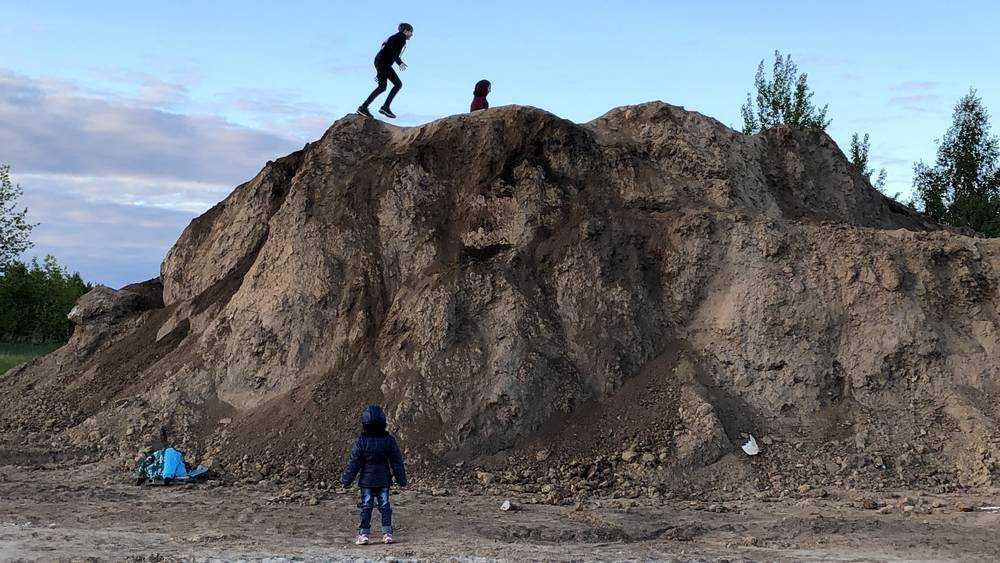Брянские дети занялись грязным альпинизмом