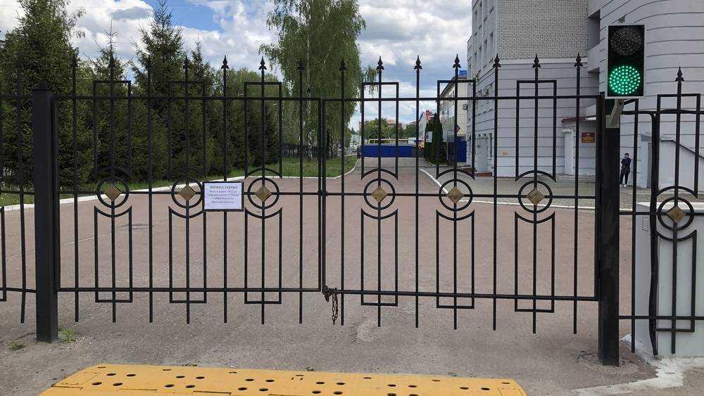 В Брянске сотрудники ГИБДД установили для себя маленький светофорчик