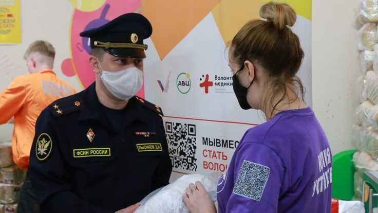 Осужденные брянской колонии пошили маски для волонтеров