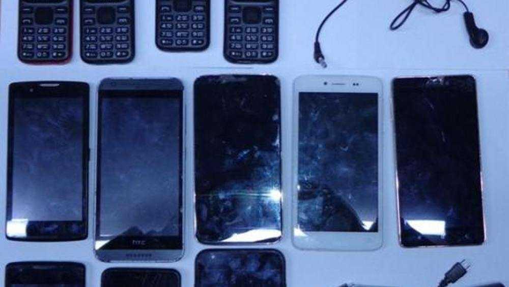 В брянскую колонию попытались перебросить 12 телефонов для осужденных
