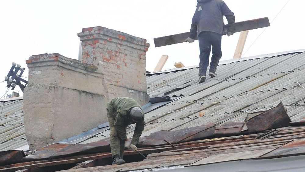 В Брянске выявили халтуру подрядчиков при ремонте крыш многоэтажных домов