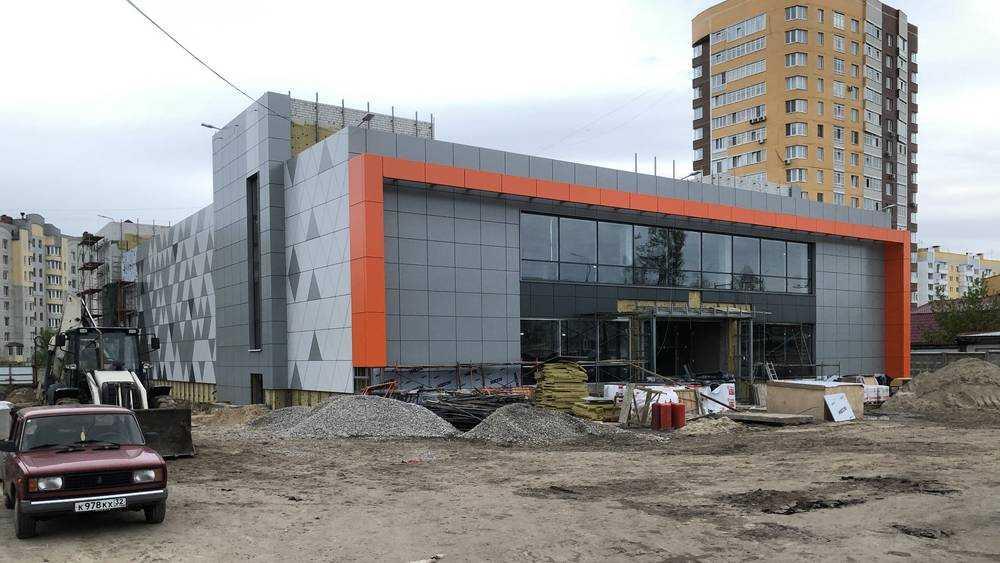 В Брянске владелец «Линий» построил громадный магазин