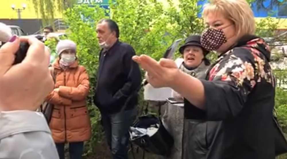 В Брянске с воплями и оскорблениями атаковали директора телеканала