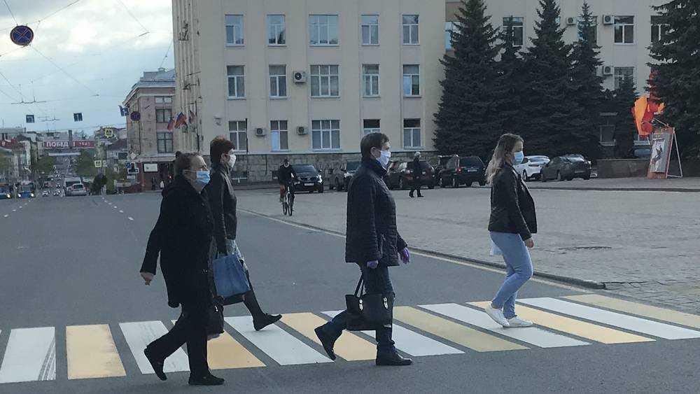 Жители Брянска пренебрегли самоизоляцией и вышли на улицу