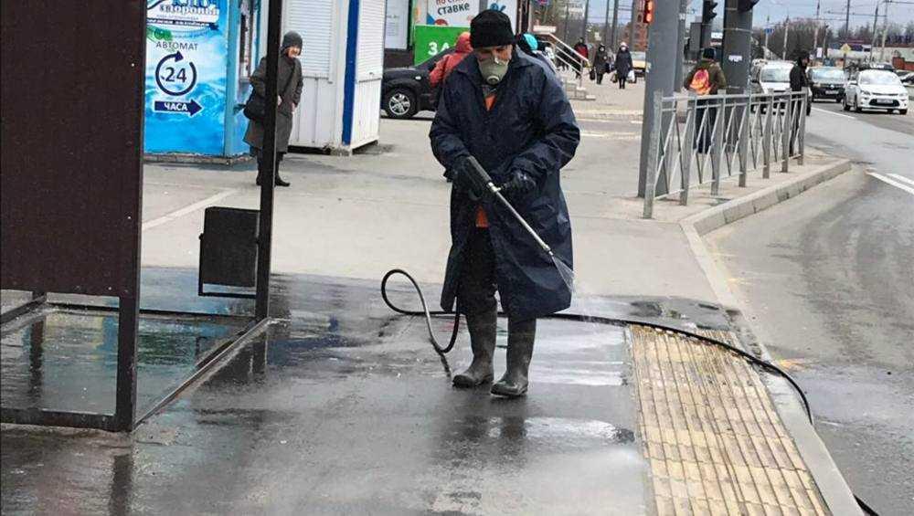 В Брянске продолжили дезинфекцию улиц и остановок