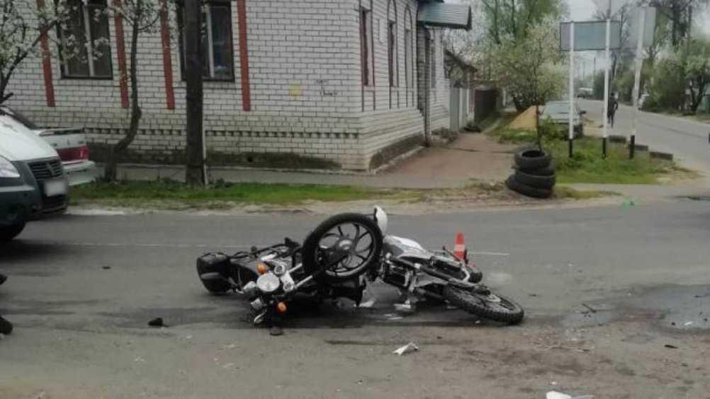 В Трубчевске подросток на мотоцикле врезался в мопед и ранил мужчину