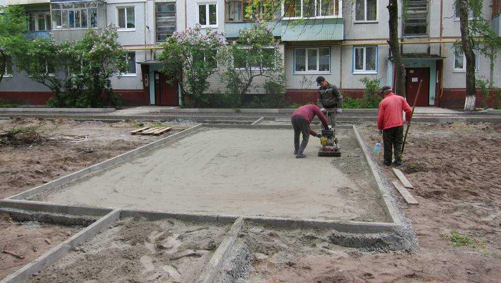 В Брянске во всех 10 благоустраиваемых дворах начался ремонт