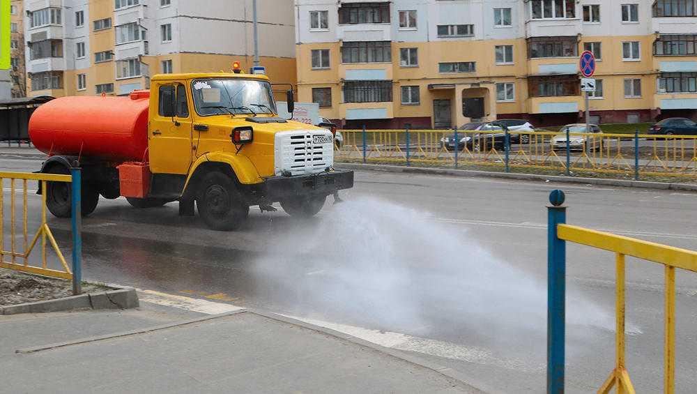 В Брянске продезинфицировали за неделю более 100 улиц